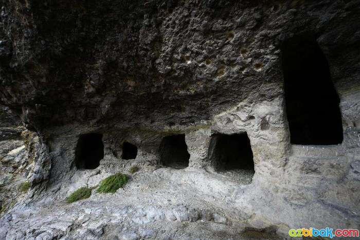 Sakaeli Kaya Mezarları