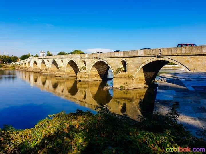 Meriç Nehri üzerinde bulunan meriç köprüsünün yan bölümden görünüşü, köprü ayaklarındaki boşaltım gözleri
